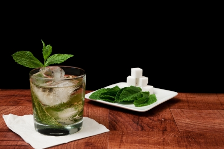 Mint julep isolated on a black background served on a bar top garnished with fresh mint Zdjęcie Seryjne