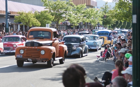 Coeur d' Alene, ID - June 15, 2012 : Parade of classic cars and trucs participating in the Car d' Alene car show in down town Coeur d' Alene ID Stock Photo - 14148846