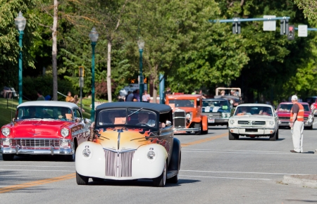 alene: Coeur d Alene, ID - June 15, 2012 : Parade of classic cars and trucs participating in the Car d Alene car show in down town Coeur d Alene ID