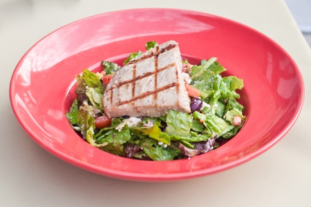 gilled: gilled yellow fin tuna steak served on a fresh salad Stock Photo