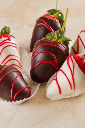 dipped: chocolate covered strawberries with dark and white chocolate Stock Photo