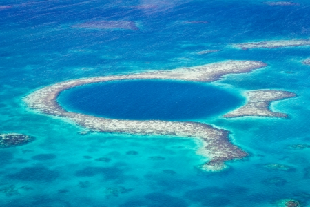 aerial view of the great blue hole of the coast of Belize Stock fotó - 24593566