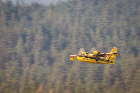 lost lake: Lost Creek Lake, Oregon  - September 7 : Supperscooper plane after scoping water out of Lost Creek Lake to fight the 790 Fire, September 7 2014 in Lost Creek Lake, Prospect Oregon