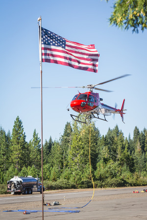 prospect: State Airport Prospect, Oregon - 9 Septembre: Les h�licopt�res sur la piste pr�t � combattre le feu 790, le 9 Septembre 2014 � l'a�roport �tat Prospect, Prospect Oregon