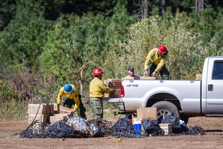 prospect: State Airport Prospect, Oregon - 9 Septembre: l'�quipage se fret et des produits pr�ts � combattre le feu broy� 790, le 9 Septembre 2014 � l'a�roport �tat Prospect, Prospect Oregon