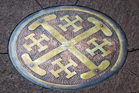 puntos cardinales: X redonda como s�mbolo de cobre que se encuentra fuera de la iglesia San Francisco de As�s en Santa Fe Nuevo M�xico