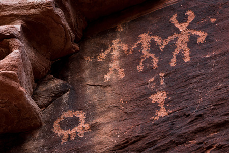 fount: ancient petroglyphs fount on the walls of the the Mouses Tank hiking trail in Valley of Fire State Park, Nevada