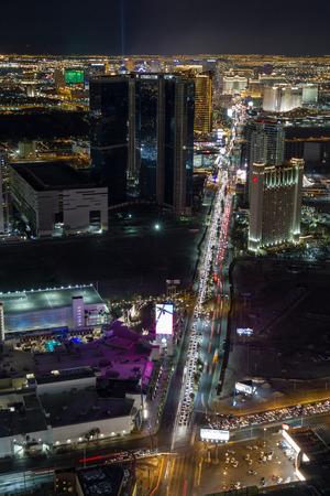 estratosfera: Las Vegas Nevada - 29 de dezembro: Cidade bonita de Las Vegas na noite da parte superior da torre da estratosfera, 29 de dezembro de 2014, em Las Vegas, Nevada Editorial