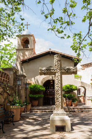 to incorporate: Elegant design incorporating nature and religious symbols in the American Southwest