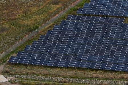 vast amount of solar panels in the desert of Arizona Imagens