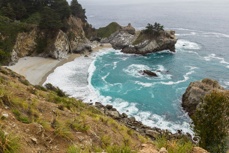 julia pfeiffer burns: Waterfall in Julia Pfeifer Burns State Park, on a cloudy day, with turquoise water Stock Photo