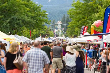 alene: Coeur d Alene, Idaho - August 01 : Crowds of people enjoying the Coeur d Alene street fair, August 01 2015 in Coeur d Alene, Idaho Editorial