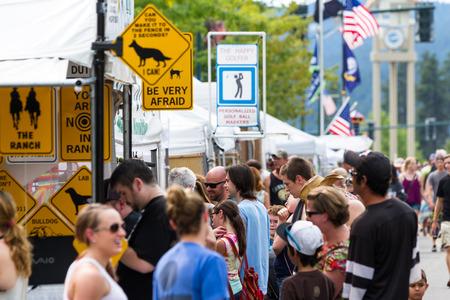 coeur: Coeur d Alene, Idaho - August 01 : Crowds of people enjoying the Coeur d Alene street fair, August 01 2015 in Coeur d Alene, Idaho Editorial