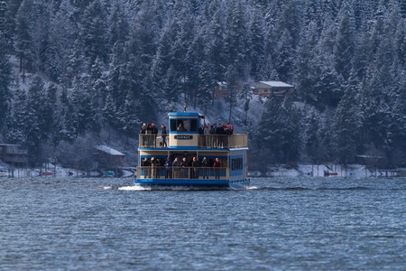 alene: Coeur d Alene, Idaho - December 16: Winter eagle watch tour boat with young people enjoying a beautiful winter day on lake CDA, December 16 2015 in Coeur d Alene, Idaho Editorial