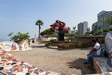 miraflores: Miraflores, Lima - May 10 : Beautiful mosaic walls and the statue The Kiss by Victor Delfin, in el parque del Amor (love park) with views of the ocean and City, Lima. May 10 2016 Miraflores, Lima Peru. Editorial