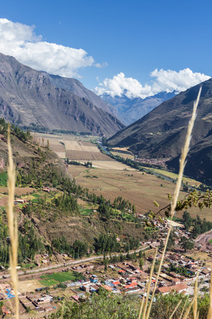 sacred valley of the incas: view of the Sacred Valley of the Incas and the river Urubamba from a roadside viewpoint in the mountain Stock Photo