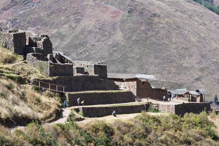pisac: Pisac, Peru: Tourists walking and enjoying the amazing views of the Pisac Ruins.