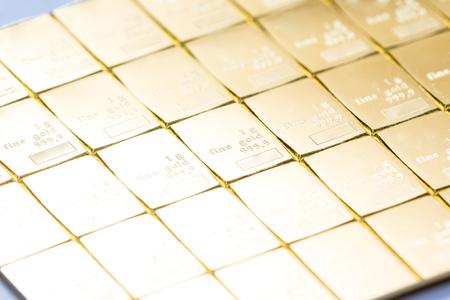 Nahaufnahme eines Goldbarrens als physischer Besitz von Edelmetallen