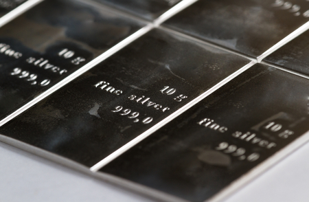 Close up of a fine silver bar stamped in sections and measure din grams Standard-Bild - 113584739