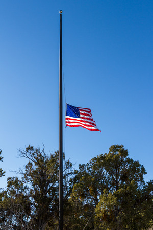 An American flag in Mesa Verde NP flown at half mast honoring President Bush Senior after his death. Reklamní fotografie
