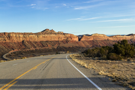 Scenic Highway 95 in Southeastern Utah with a beautiful sandstone wall intersected by the road Archivio Fotografico - 118197895
