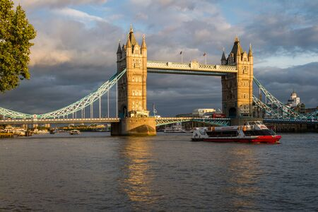 London  - September 06 2019: Dark clouds behind the Iconic Tower Bridge with a bit of afternoon light on the towers adding natural contrast,  London September 06,  2019 Redactioneel