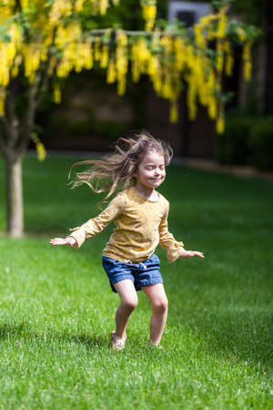 portrait of a happy four year old little girl in a outdoor setting in Coeur d' Alene Idaho, Stok Fotoğraf - 152841991