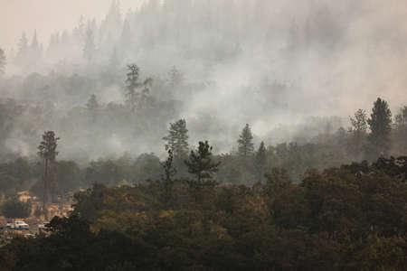 Wild fires near highway 62 in Eagle Point Oregon, September 9 2020 Stok Fotoğraf - 154941816