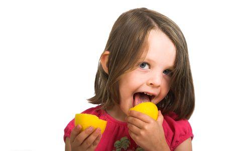 レモン、白で隔離をしゃぶり女の子 写真素材 - 2214585