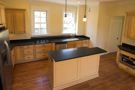 mooie nieuwe keuken met eiland Stockfoto
