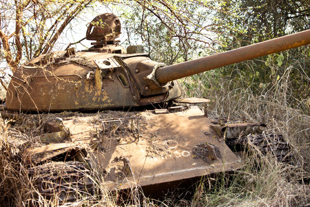 destroyed northern Sudanese tank from civil war in South Sudan 新聞圖片