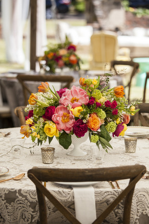 recepcion: elegant table setting with flowers for wedding reception