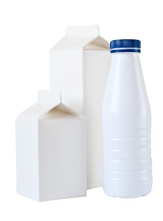 caja de leche: Leche caja por medio litro, aisladas sobre fondo blanco