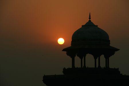 love at first sight: taj mahal at dusk