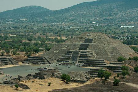 Pirámides de Teotihuacán en america mexico Foto de archivo - 5015784