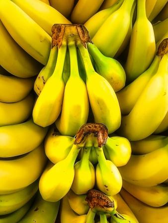 banane: Bottes ou presque m�rs sont pr�ts � vendre Banque d'images