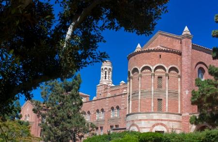 ロサンゼルス ロサンゼルス、カリフォルニア - 8 月カリフォルニア大学ロサンゼルス校 (UCLA) のキャンパス内に Royce ホールの 21,2010 - ユニークな 報道画像