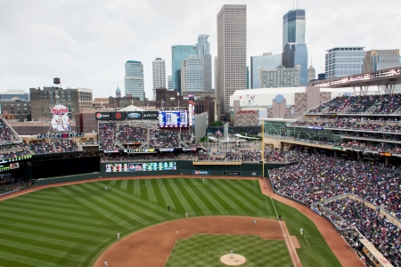 Target Field in Dowtown Minneapolis, Minnesota Huis van de Minnesota Twins Redactioneel