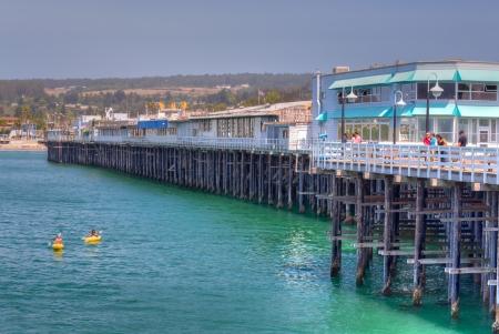 サンタクルス、カリフォルニア州アメリカ合衆国 - 6 月 30 日: 1914 年に建てられた歴史的なサンタクルス市営埠頭します。 2,745 フィート拡張アメリ 報道画像