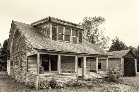 農村部のアメリカ合衆国で放棄し、老朽化した家