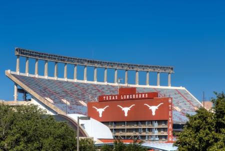 オースティン、テキサス州アメリカ - 11 月 14 日: ダレル K ロイヤル テキサス メモリアル スタジアム テキサス州立大学のキャンパスで。2013 年 11