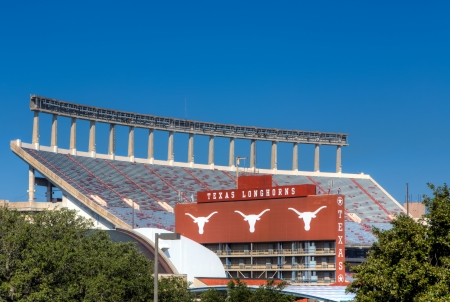AUSTIN, TX  USA - 14 november: Darrell K Royal Texas Memorial Stadium op de campus van de Universiteit van Texas. 14 november 2013.