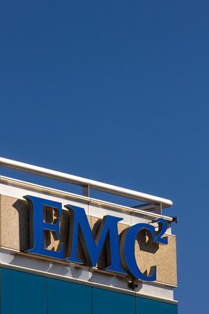 virtualizacion: SANTA CLARA, CA  EE.UU. - 01 de febrero 2014: edificio corporativo de EMC en Santa Clara, California. EMC ofrece almacenamiento de datos, seguridad de la informaci�n, la virtualizaci�n, la anal�tica y la computaci�n en nube. Editorial
