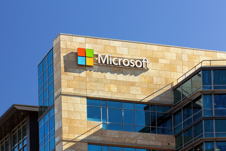SANTA CLARA, CA  USA - 1 februari 2014: Microsoft collectieve bouw in Santa Clara, Californië. Microsoft is een multinationale onderneming die zich ontwikkelt, ondersteunt en verkoopt software en diensten.