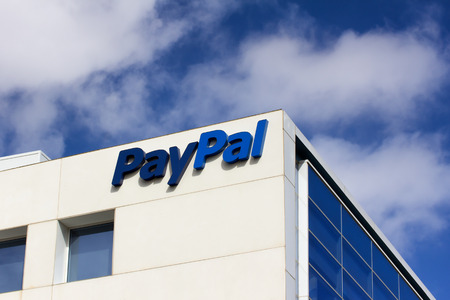 SAN JOSE, CA/USA - MARCH 1, 2014:  PayPal Corporate Headquarters Sign. PayPal is an international e-commerce business allowing payments and money transfers to be made through the Internet. 報道画像
