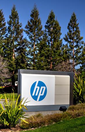 multinacional: PALO ALTO, CA  EE.UU. - 16 de marzo 2014: Hewlett-Packard de la sede central en Silicon Valley. HP es una empresa de tecnolog�a de informaci�n multinacional estadounidense que ofrece hardware, software y servicios a los consumidores, empresas y gobierno. Editorial