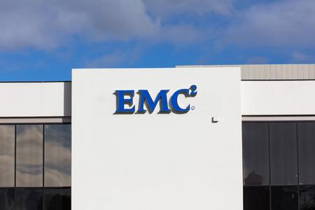 virtualizacion: SANTA CLARA, CA  EE.UU. - 01 de marzo 2014: instalaci�n de EMC en Silicon Valley. EMC hace que el almacenamiento de datos, seguridad de la informaci�n, la virtualizaci�n, la anal�tica, el cloud computing y otros productos.