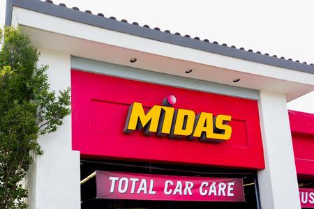 headquartered: SALINAS, CAUSA - MAY 7, 2014:  Midas Automotive Service facility.  Midas, Inc. is a chain of automotive service centers headquartered in Itasca, Illinois.