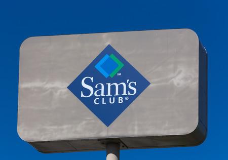 walmart: BLOOMINGTON, MN  EE.UU. - 21 de junio 2014: Club de signo exterior de Sam. Sams Club es una cadena americana de clubes de almacenes de venta al p�blico-de afiliaci�n �nica propiedad y operados por Walmart.