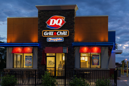 ice queen: BLOOMINGTON, MNUSA - JUNE 19, 2014:  Dairy Queen restaurant exterior. Dairy Queen is a chain of soft serve and fast food restaurants owned by International Dairy Queen, Inc.